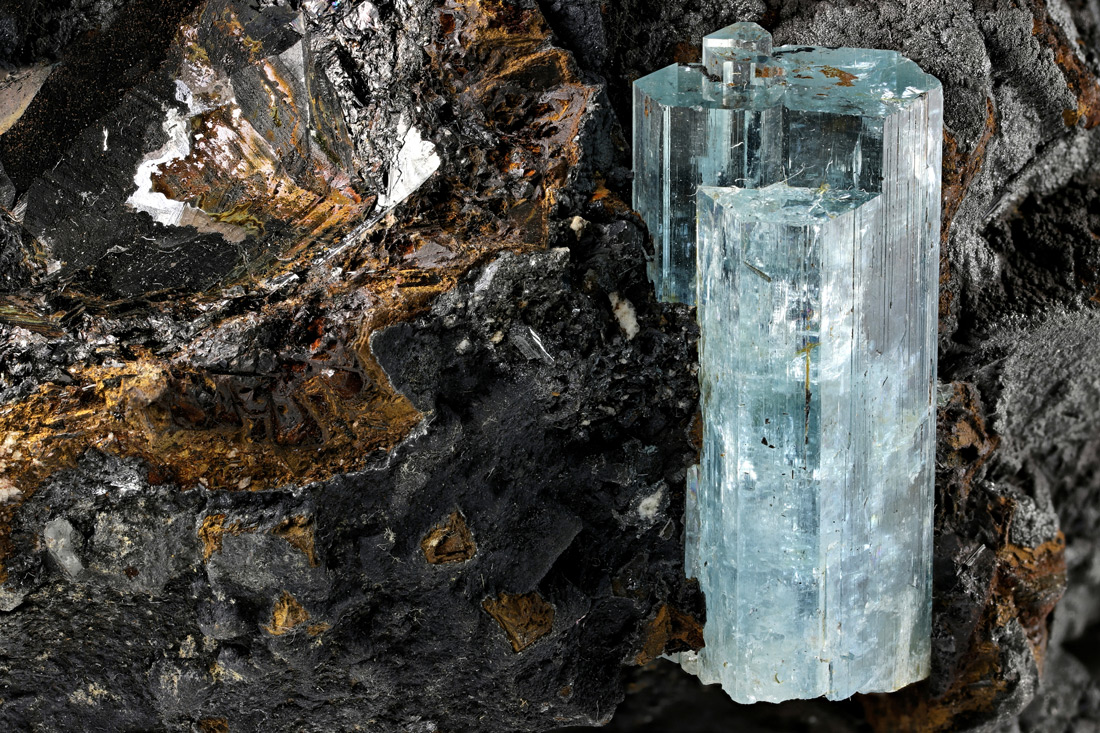 The blue beauty Aquamarine - Natural History Curiosities